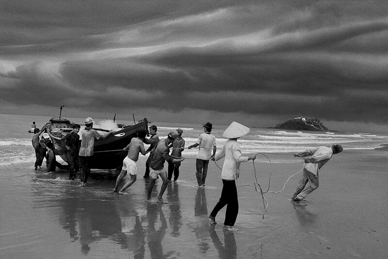 The beach of Vung Tau, formerly named Cap Saint Jacques, from where the majority of boat people left. Southern Vietnam. 1995. © Sebastião Salgado