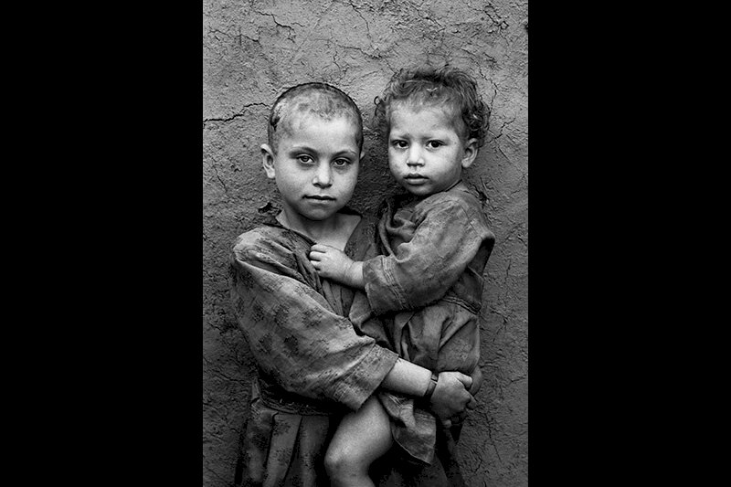 At the Kamaz camp for displaced Afghans. Mazar-e-Sharif, Afghanistan. 1996. © Sebastião Salgado