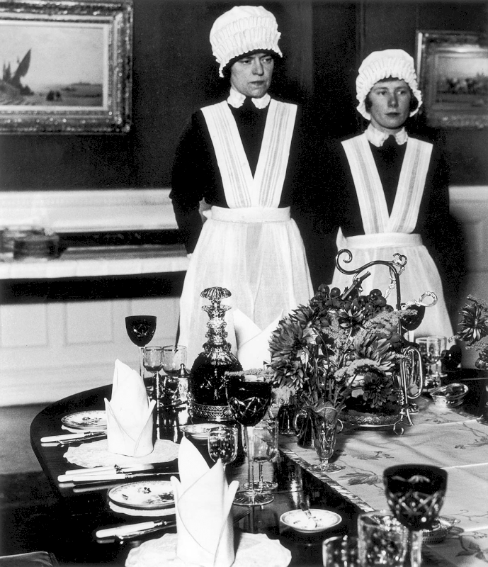 Parlourmaid and Under-parlourmaid ready to serve dinner, 1936 - Private collection, Courtesy Bill Brandt Archive and Edwynn Houk Gallery © Bill Brandt / Bill Brandt Archive Ltd.