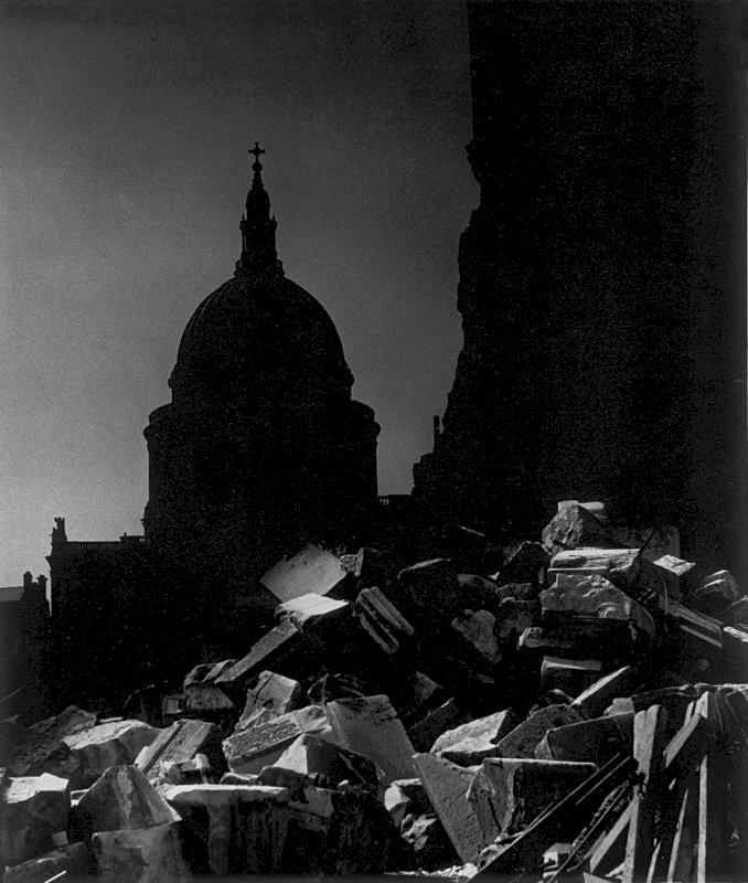 St. Paul's Cathedral in the moonlight, 1942 - Private collection, Courtesy Bill Brandt Archive and Edwynn Houk Gallery © Bill Brandt / Bill Brandt Archive Ltd.