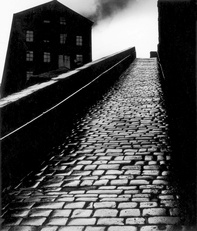 Snicket in Halifax, 1937 - Private collection, Courtesy Bill Brandt Archive and Edwynn Houk Gallery © Bill Brandt / Bill Brandt Archive Ltd.