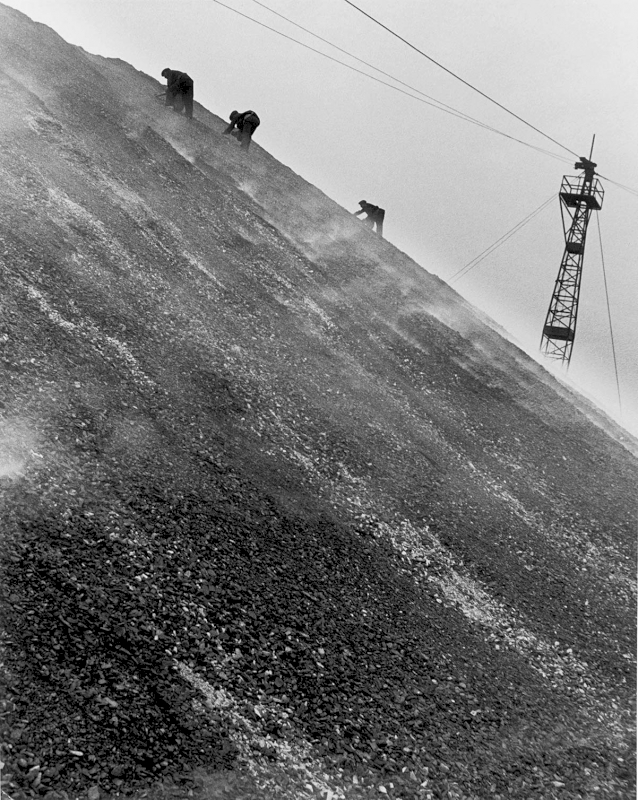 East Durham coal-searchers, 1937 - Private collection, Courtesy Bill Brandt Archive and Edwynn Houk Gallery © Bill Brandt / Bill Brandt Archive Ltd.